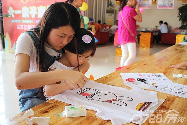 亲子手绘t恤,diy棉花糖,拍立得亲子合影等活动环节让家长与孩子共同